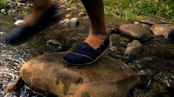 Bobs from Skechers TV Spot, 'Holiday Gifts' Featuring Brooke Burke Charvet - Thumbnail 4