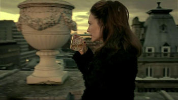 Dewar's TV Spot, 'Roof' Featuring Claire Forlani - Thumbnail 7