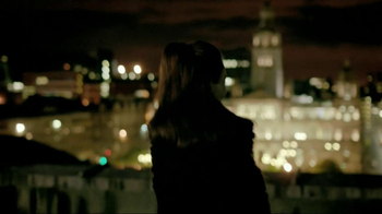 Dewar's TV Spot, 'Roof' Featuring Claire Forlani - Thumbnail 8