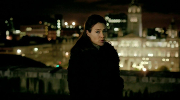 Dewar's TV Spot, 'Roof' Featuring Claire Forlani - Thumbnail 9