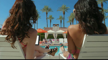 JustFab.com TV Spot, 'Poolside Browsing' - Thumbnail 3