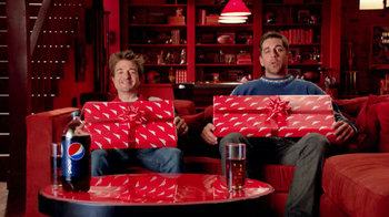 Pizza Hut Big Dinner Box TV Spot, 'One Up' Featuring Aaron Rodgers - Thumbnail 2