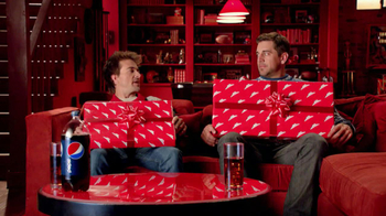 Pizza Hut Big Dinner Box TV Spot, 'One Up' Featuring Aaron Rodgers - Thumbnail 3
