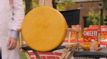 Cheez-It Future of Fandom Contest TV Spot, 'Fan Scope'  - Thumbnail 4
