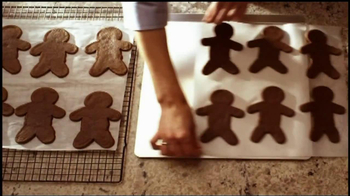 Reynolds Parchment Paper TV Spot, 'Gingerbread Cookies' - Thumbnail 5