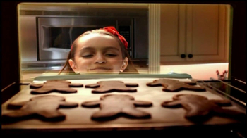 Reynolds Parchment Paper TV Spot, 'Gingerbread Cookies' - Thumbnail 6
