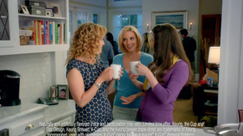 Peppermint Mocha & Hot Cocoa Dunkin' Donuts K-Cups TV Spot, 'Holiday Party' - Thumbnail 3