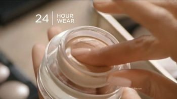 Revlon Colorstay Whipped Creme Makeup TV Spot Featuring Halle Berry - Thumbnail 5