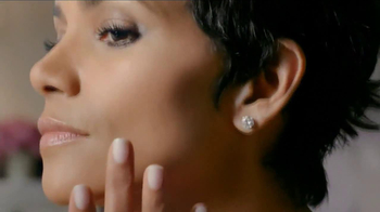 Revlon Colorstay Whipped Creme Makeup TV Spot Featuring Halle Berry - Thumbnail 6