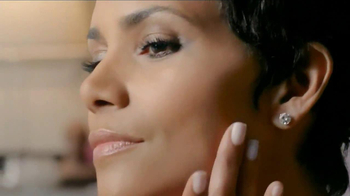 Revlon Colorstay Whipped Creme Makeup TV Spot Featuring Halle Berry - Thumbnail 7