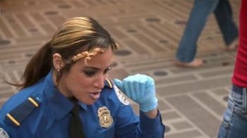 Old Navy TV Spot, 'Seguridad Aeroportuaria' Con Dascha Polanco [Spanish] - Thumbnail 5