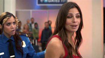 Old Navy TV Spot, 'Seguridad Aeroportuaria' Con Dascha Polanco [Spanish] - Thumbnail 8