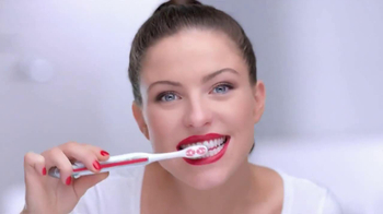 Colgate Optic White TV Spot, 'Getting Ready' - Thumbnail 5