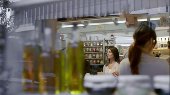 Fage Total Yogurt TV Spot, 'Greek Yogurt Bandwagon' Featuring Bobby Flay - Thumbnail 2