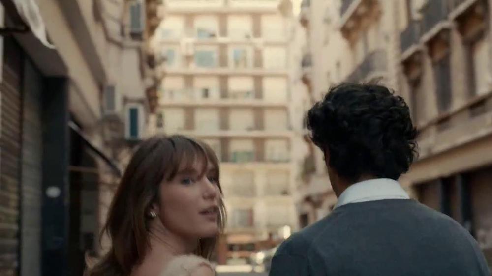 Stella Artois TV Commercial, 'Stroll'