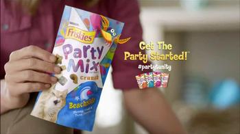 Friskies Party Mix Crunch Beachside TV Spot - Thumbnail 8