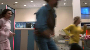 Old Navy TV Spot, 'Airport Security' Featuring Debra Wilson - Thumbnail 10