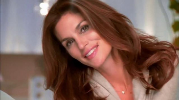 Meaningful Beauty TV Spot, 'The Red Carpet' Con Cindy Crawford [Spanish] - Thumbnail 1