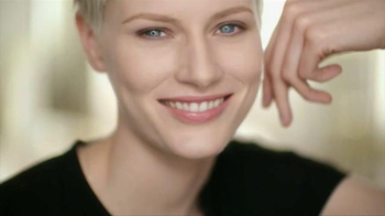 Olay Total Effects Pore Minimizing CC Cream TV Spot, 'Airbrush' - Thumbnail 8