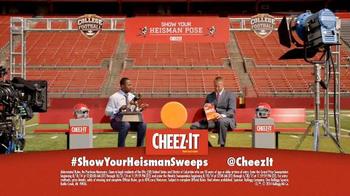Cheez-It Heisman Pose TV Spot, 'Trophy' - Thumbnail 10