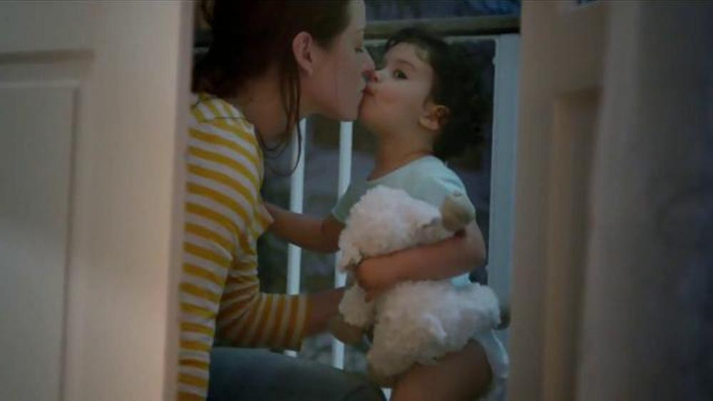 Pampers Swaddlers TV Commercial, 'Momentos de Amor'