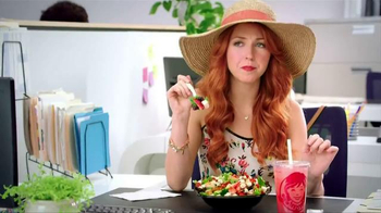 Wendy's Strawberry Fields Chicken Salad TV Spot, 'Summer in a Bowl' - Thumbnail 3