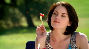 Wendy's Strawberry Fields Chicken Salad TV Spot, 'Summer in a Bowl' - Thumbnail 4