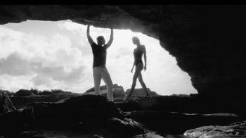 Calvin Klein Eternity TV Spot, 'Beach' Ft. Christy Turlington, Edward Burns - Thumbnail 3