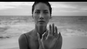 Calvin Klein Eternity TV Spot, 'Beach' Ft. Christy Turlington, Edward Burns - Thumbnail 4