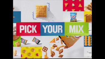 Chex Mix TV Spot, 'Combo Packs' - Thumbnail 10