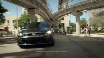 Volkswagen Golf GTI TV Spot, 'Play-by-Play' Con Andrés Cantor [Spanish] - Thumbnail 1
