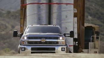 2015 Silverado Heavy Duty TV Spot, 'Best-in-Class Towing' - Thumbnail 8