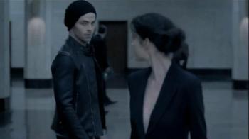 Giorgio Armani Code TV Spot, 'Revolving Door' Featuring Chris Pine - Thumbnail 3