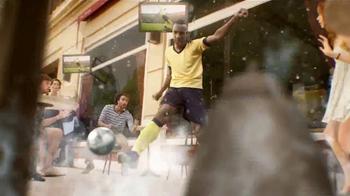 Coors Light TV Spot, 'Refresca Tu Pasión' Con Luis Amaranto Perea [Spanish] - Thumbnail 5