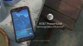 AT&T Samsung Galaxy S5 Active TV Spot, 'Este Verano' [Spanish] - Thumbnail 2