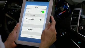 2014 Chevrolet Cruze TV Spot, 'Primera Cita' [Spanish] - Thumbnail 5