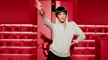 Macy's Star Gift TV Spot, 'Pure Magic' - Thumbnail 5