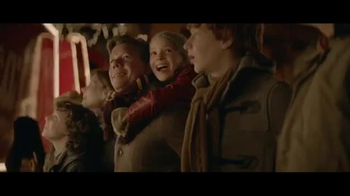 Coca-Cola Holiday TV Spot, 'Make Someone Happy' Song by Jimmy Durante - Thumbnail 10