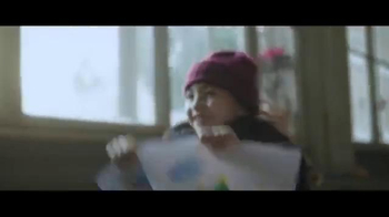 Coca-Cola Holiday TV Spot, 'Make Someone Happy' Song by Jimmy Durante - Thumbnail 3