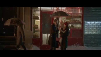 Coca-Cola Holiday TV Spot, 'Make Someone Happy' Song by Jimmy Durante - Thumbnail 4