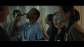 Coca-Cola Holiday TV Spot, 'Make Someone Happy' Song by Jimmy Durante - Thumbnail 5