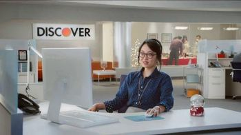 Discover Card Cashback Bonus TV Spot, 'Office Holiday Party' - Thumbnail 4