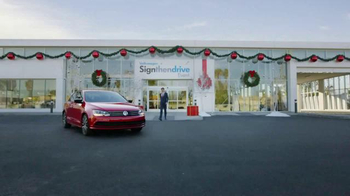 Volkswagen Sign Then Drive Event TV Spot, 'Holiday Season is Here' - Thumbnail 5