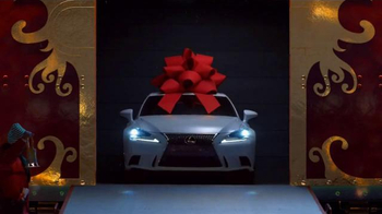 Lexus December to Remember Sales Event TV Spot, 'Christmas Train' - Thumbnail 4