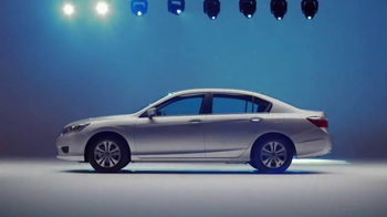 2015 Honda Accord TV Spot, 'Bad Gifters: Accord' [Spanish] - Thumbnail 8