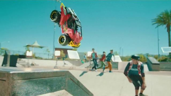 Hot Wheels High Jump Frenzy RC TV Spot, 'Skate Park' - Thumbnail 5