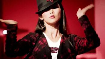 Macy's Star Gift TV Spot, 'Oh So Chic' - Thumbnail 6