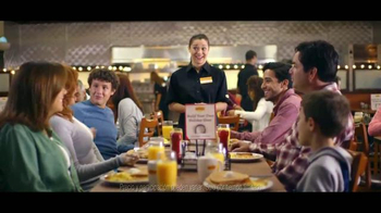 Denny's Holiday Slam TV Spot [Spanish] - Thumbnail 9