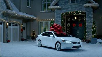 Lexus December to Remember Sales Event TV Spot, 'Magic Box' - Thumbnail 4