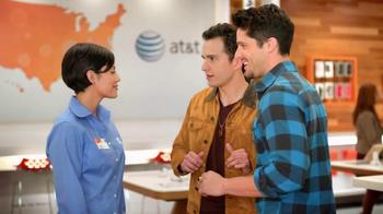 AT&T Mobile Share Plan TV Spot, 'Amigos' [Spanish] - Thumbnail 2